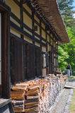 老日本房子墙壁  库存图片