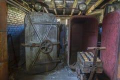 老旧设备在螺纹工厂 免版税库存照片