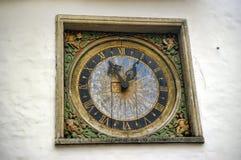 老时钟在塔林 库存照片