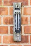 老最大极小的温度计 免版税库存照片