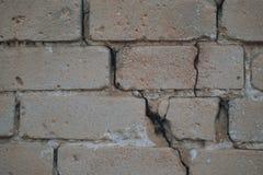老有剥的膏药,纹理葡萄酒肮脏的砖墙背景  免版税库存照片