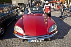 老朋友在OldtimerCity的雪铁龙DS 2011年在法兰克福 库存照片
