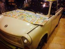 老朋友汽车Trabi在柏林 库存图片