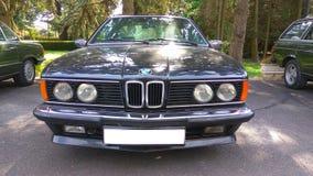 老朋友BMW 635电缆敷设船小轿车汽车的前面 库存图片