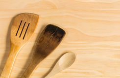 老木匙子和绞拌器 免版税库存照片