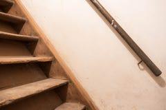 老木台阶地下室 库存图片