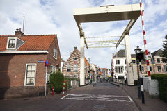 老木吊桥在Maarssen的中心 库存照片