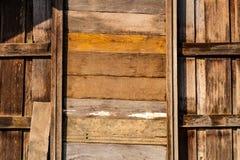 老木墙壁和窗口 库存照片