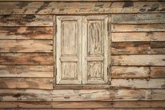 老木墙壁和窗口 库存图片