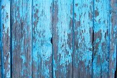 老木墙壁绘了蓝色,被风化的木背景 库存照片