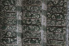 老木头被绘的天花板 库存图片
