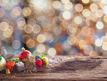 老木委员会和装饰在空间可利用为安置对象 背景迷离圣诞节装饰和新年conce 库存照片