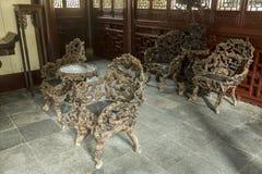 老木家具在Yu庭院在上海,中国 免版税库存图片