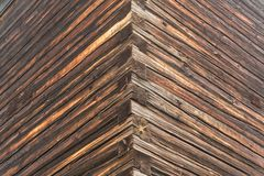 老木屋的墙壁的角落 免版税库存照片