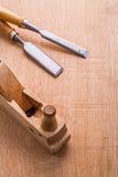 老木工飞机和木匠业凿子 免版税库存照片