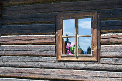 老木房子墙壁和窗口 免版税库存图片