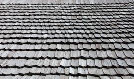 老木木瓦屋顶 免版税库存图片