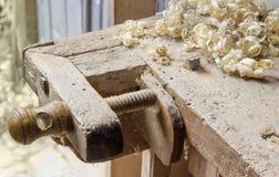 老木材加工工作凳的片段有wor定象设备的  库存图片