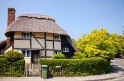老木构架的茅屋顶英国房子在Steyning西部S 库存图片