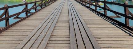 老木桥梁观点 免版税库存图片