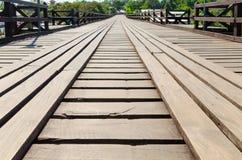 老木桥梁观点 免版税库存照片