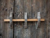 老木棕色门背景 免版税库存照片