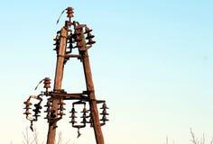老木电源杆在华沙波兰 库存照片