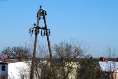老木电源杆波兰 库存图片