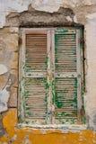 老木窗口在希腊 免版税库存图片