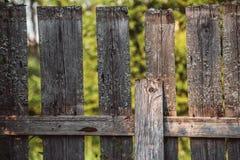 老木篱芭在村庄 免版税库存图片