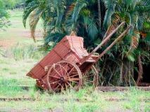 老木轮子无盖货车 免版税库存图片