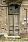 老木门。 免版税图库摄影