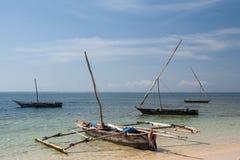 老木阿拉伯单桅三角帆船在海洋 免版税库存图片