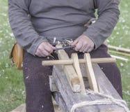 老木雕刻师 库存照片