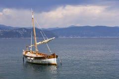 老木风帆船 库存照片