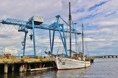 老木风船和修理围场在卡尔斯塔德,瑞典,欧洲 免版税库存照片