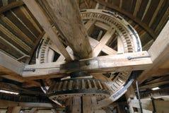 老木风车的内部 免版税库存照片