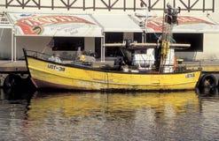 老木fishboat在乌斯特卡港口在波兰 图库摄影