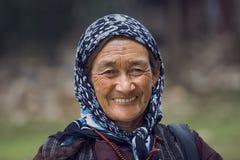 老未认出的地方妇女在Leh 印度 库存照片