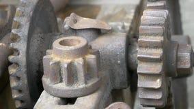 老机械详述特写镜头 生锈的链轮 影视素材