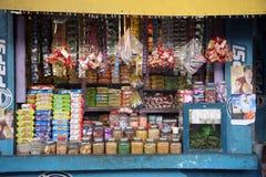 老杂货店在一个农村地方在Basanti,西孟加拉邦 免版税库存照片