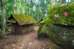 老村庄在Phu Hin荣Kla国家公园 免版税库存照片