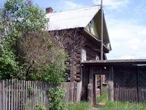 老村庄房子由日志做成 免版税图库摄影