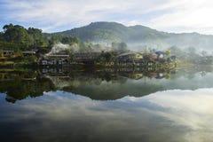 老村庄是反射Rak泰国村庄在Pai,夜丰颂,泰国 免版税图库摄影