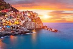 老村庄Manarola,意大利的海岸 免版税库存照片