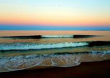 老果树园海滩日落 图库摄影