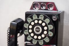 老架线的盘电话 免版税图库摄影