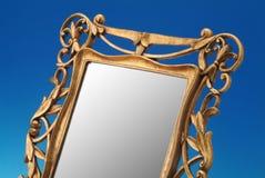 老框架金黄镜子 免版税库存照片