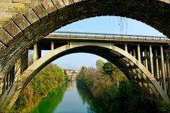 老桥梁。 免版税图库摄影