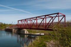 老桥梁和水坝在Glera河在冰岛 图库摄影